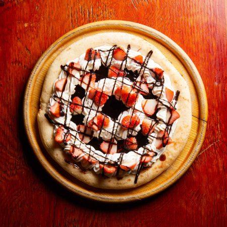 生いちごチョコレートピザ
