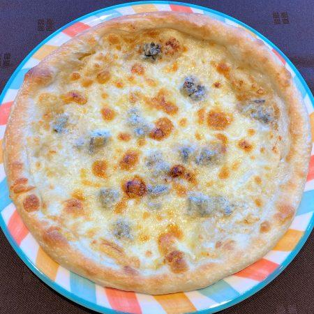 北海道産小麦の自家製 4種チーズのピッツァ