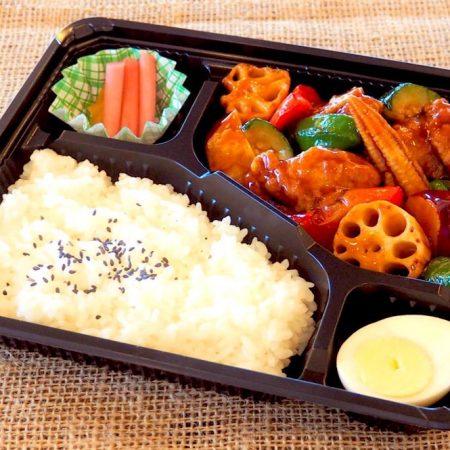 鶏唐揚げと五種野菜の黒酢あんかけ
